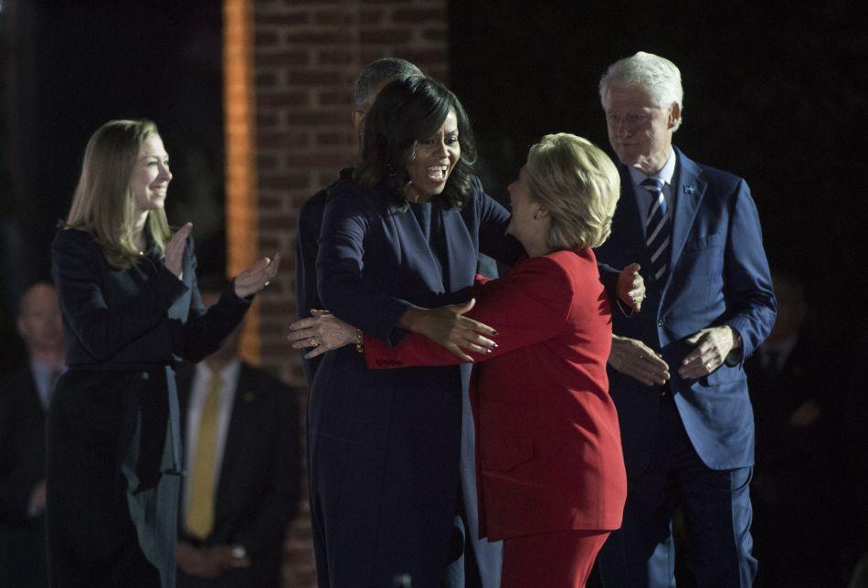 Le couple Obama est venue soutenir une dernière fois les Clinton.