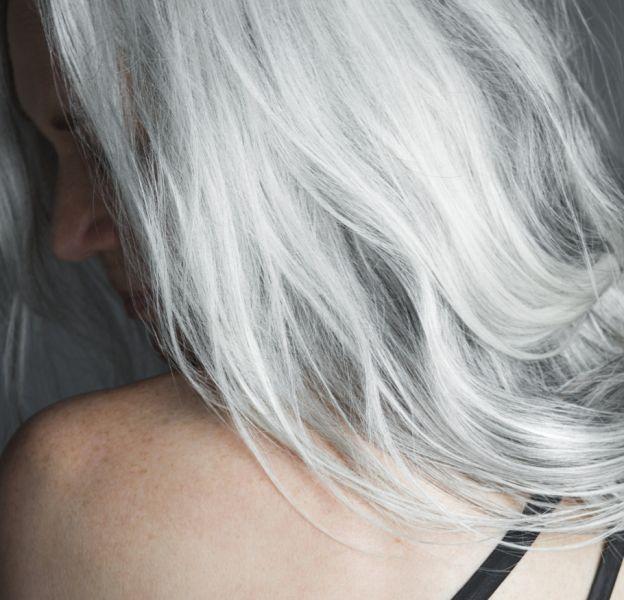 Comment faire pour obtenir des cheveux gris et les garder !
