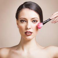 maquillage quel blush pour quelle couleur de peau. Black Bedroom Furniture Sets. Home Design Ideas