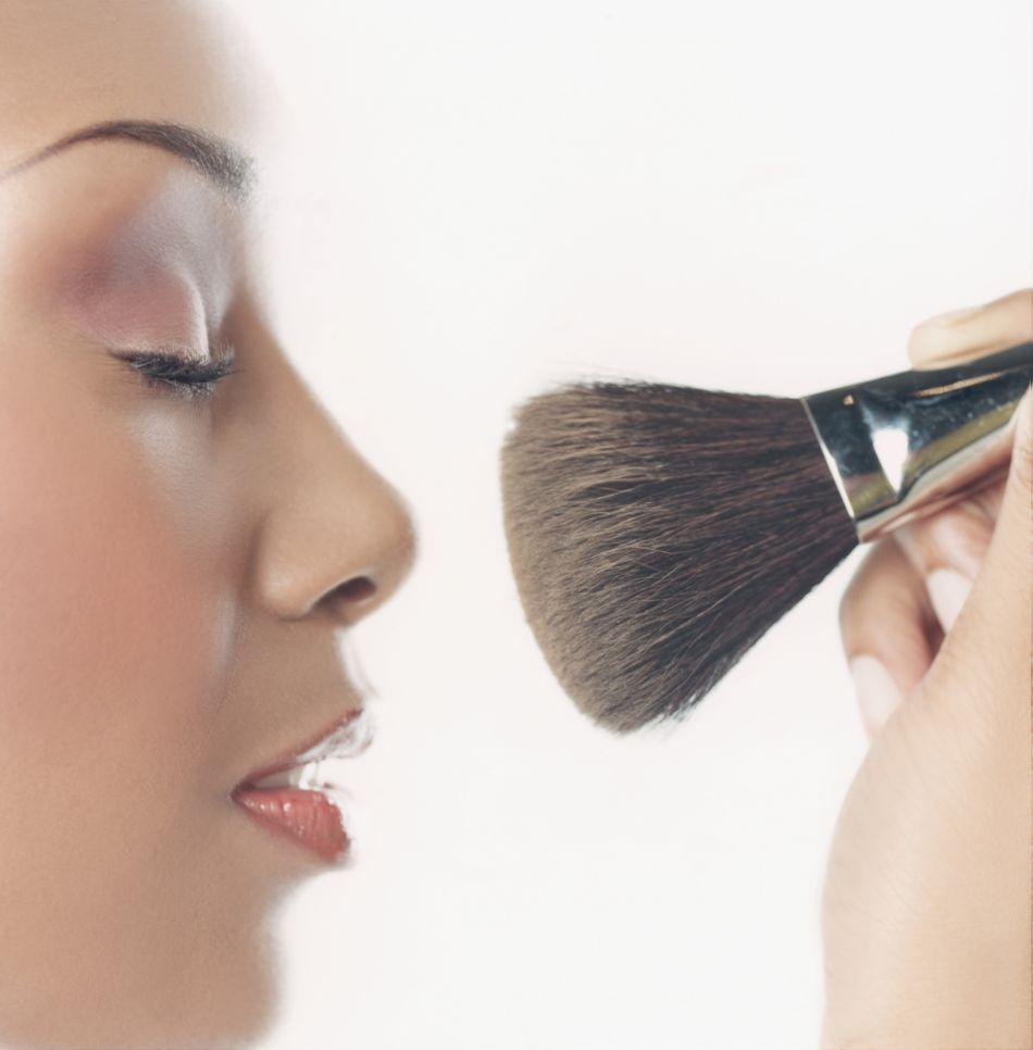 Les bonnes techniques maquillage pour affiner son nez.