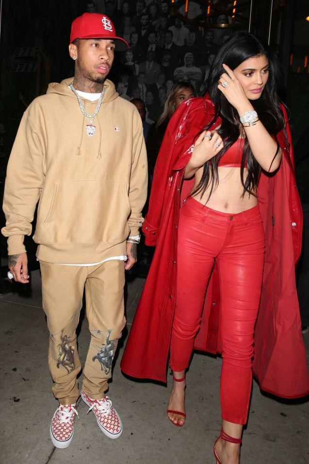 Kylie Jenner à nouveau accusée d'utiliser Photoshop.