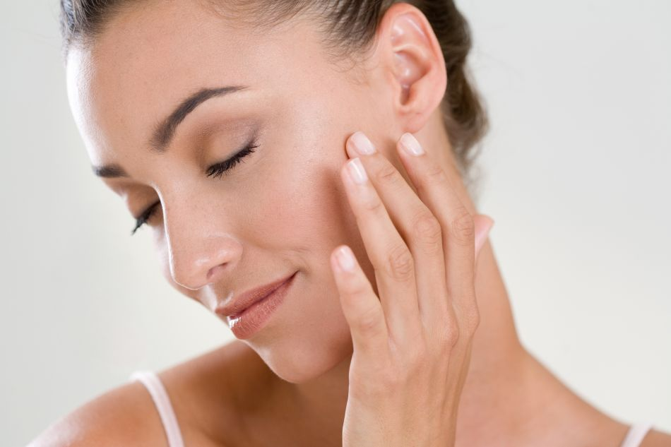 5 façons d'utiliser l'huile d'argan pour prendre soin de sa peau et de ses cheveux.