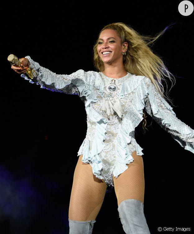 Beyoncé en Balmain sur son Formation Tour.