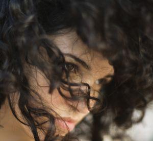 3 coiffures inratables pour cheveux frisés
