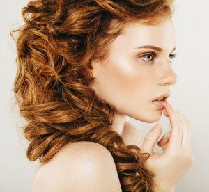 3 coiffures inratables pour les cheveux bouclés