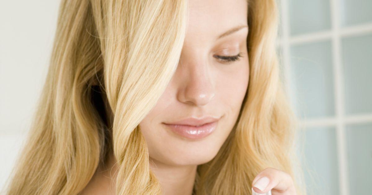 l 39 huile de ricin le rem de naturel pour des cheveux et des ongles plus beaux. Black Bedroom Furniture Sets. Home Design Ideas