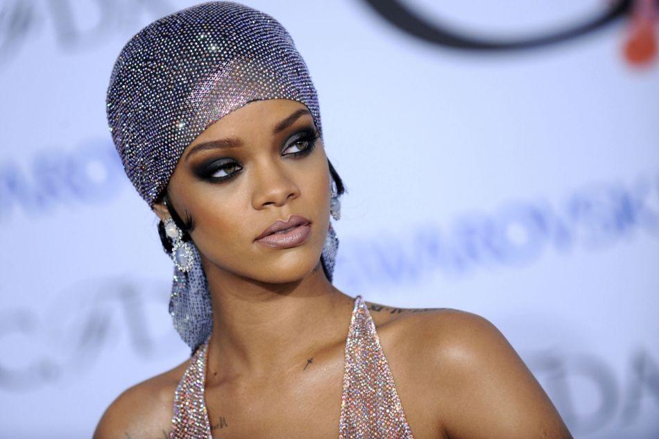 Rihanna aux CFDA en 2014, maquillée par Mylah Morales.