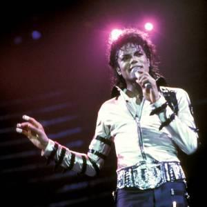 Michael Jackson adopte les boucles sur les vêtements pour le Bad Tour en 1988.
