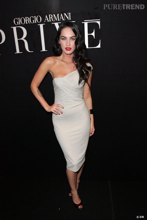 Armani Fox Effet DrapésUne Est Robe Glamour Résolument En De Megan WeIEDH2b9Y