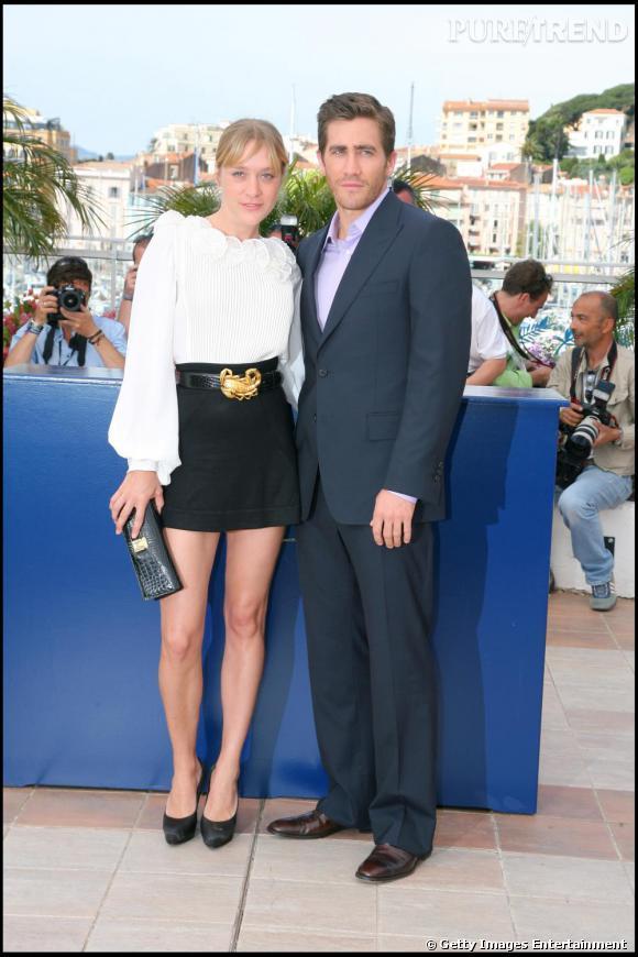 Chloé Sevigny, adepte de la jupe taille haute, portée courte.