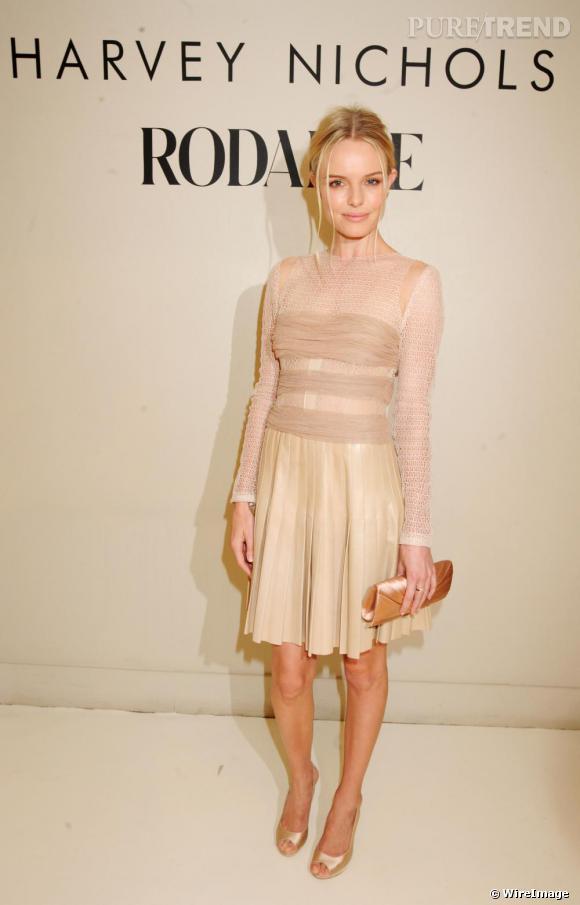 Kate Bosworth offre une image moderne de la féminité, dans cette robe [brand=4294774771]  Rodarte [/brand]  Printemps-Eté 2009.