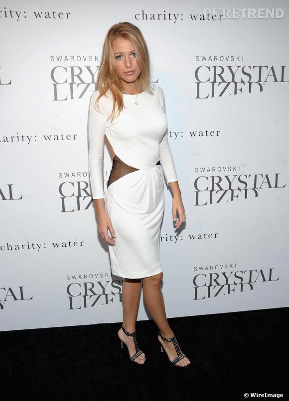 [people=2301]Blake Lively[/people] fait quant à elle de ses chaussures cloutées [brand=4294923135]Jimmy Choo[/brand] l'accessoire glamour de sa tenue