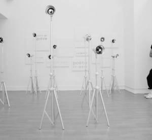 Kris Van Assche dans une galerie d'art
