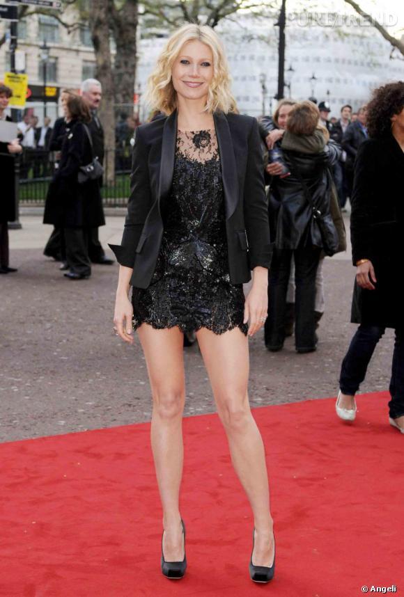 [people\u003d1978]Gwyneth Paltrow[/people] est simplement magnifique dans une robe  ultra courte de la collection automne 2008 de [brand\u003d1188]Balmain[/brand]  Et
