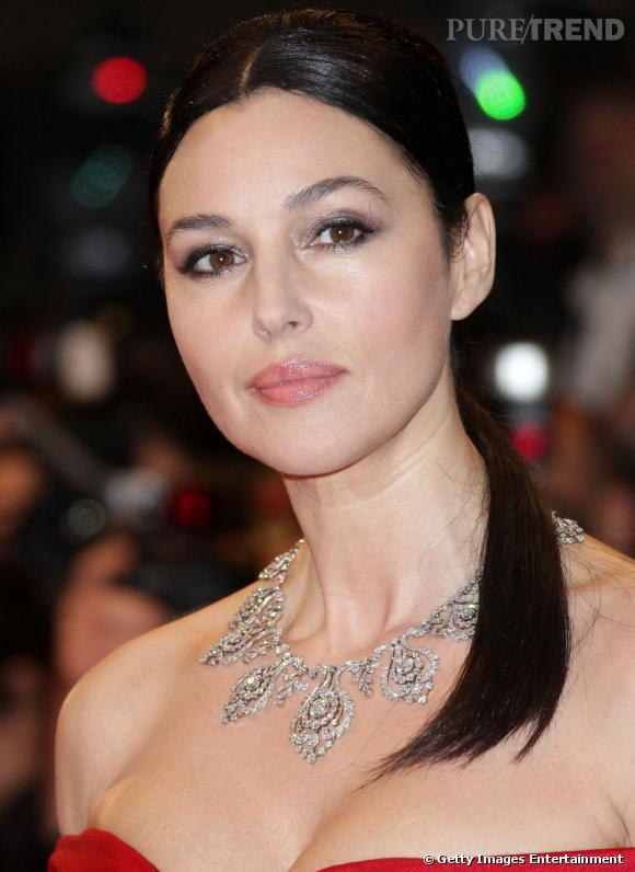 Monica Bellucci Des lèvres charnues, Monica incarne la beauté italienne alliant sophistication et courbes généreuses.