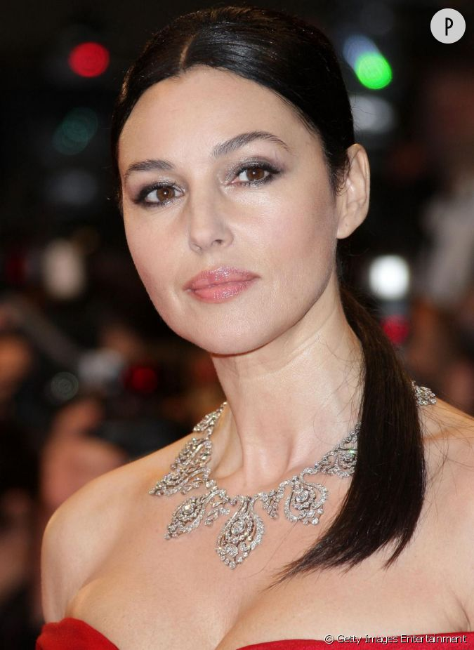 monica bellucci des l vres charnues monica incarne la beaut italienne alliant sophistication. Black Bedroom Furniture Sets. Home Design Ideas