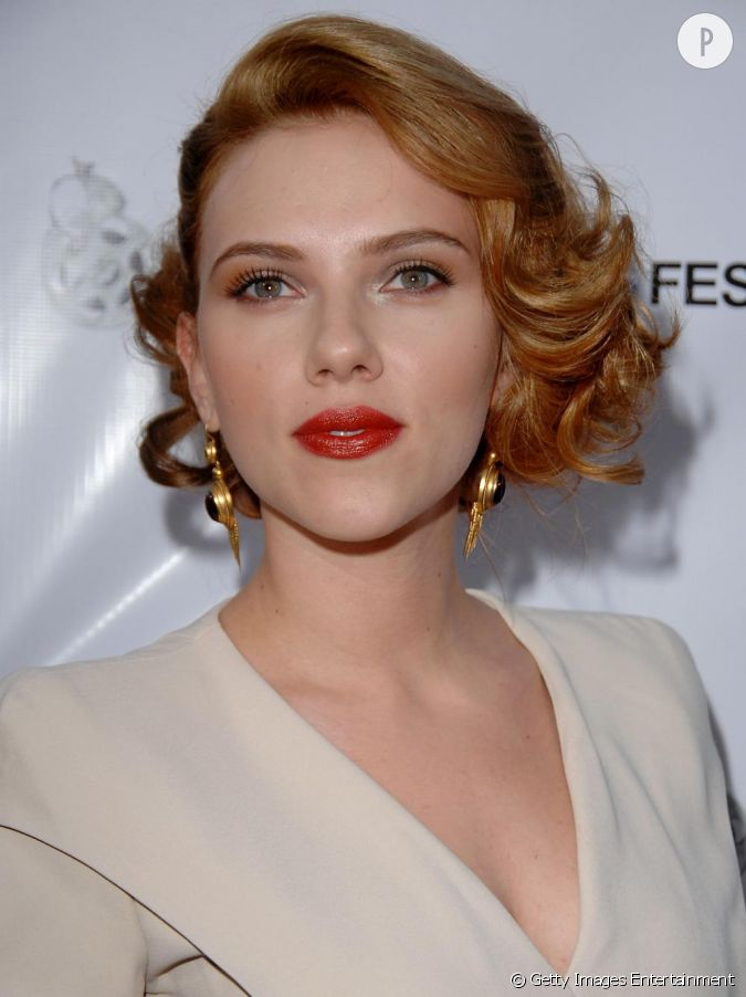 people 2155 scarlett johansson people l 39 actrice cultive. Black Bedroom Furniture Sets. Home Design Ideas