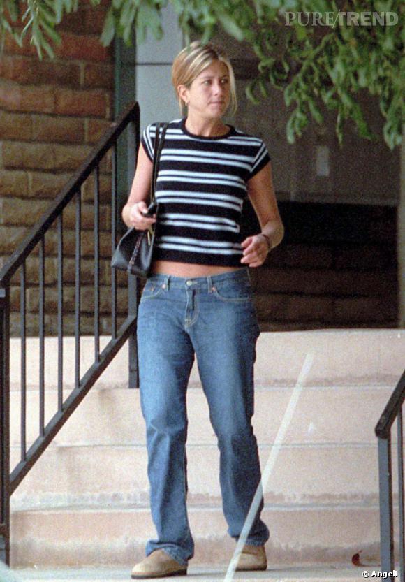 En 2001, la tendance du nombril à l'air est à son apogée. Jennifer, qui a perdu du poids, ose du coup le t-shirt rayé (à la verticale : qui grossit) et le baggy en jean. Le résultat : sa silhouette est tassée et cache ses jolies formes.