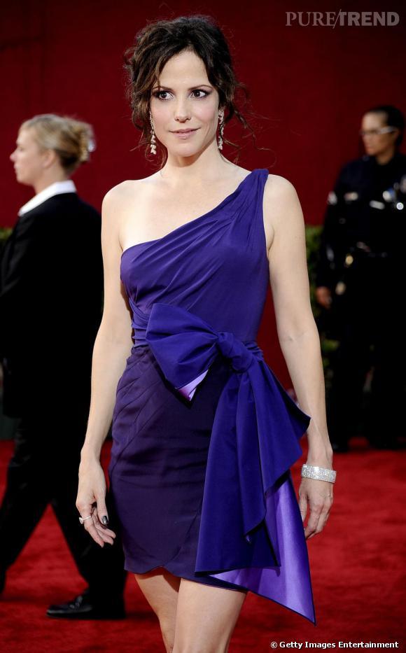 Mary Louise Parker aux Emmy Awards dans une robe Zac Posen