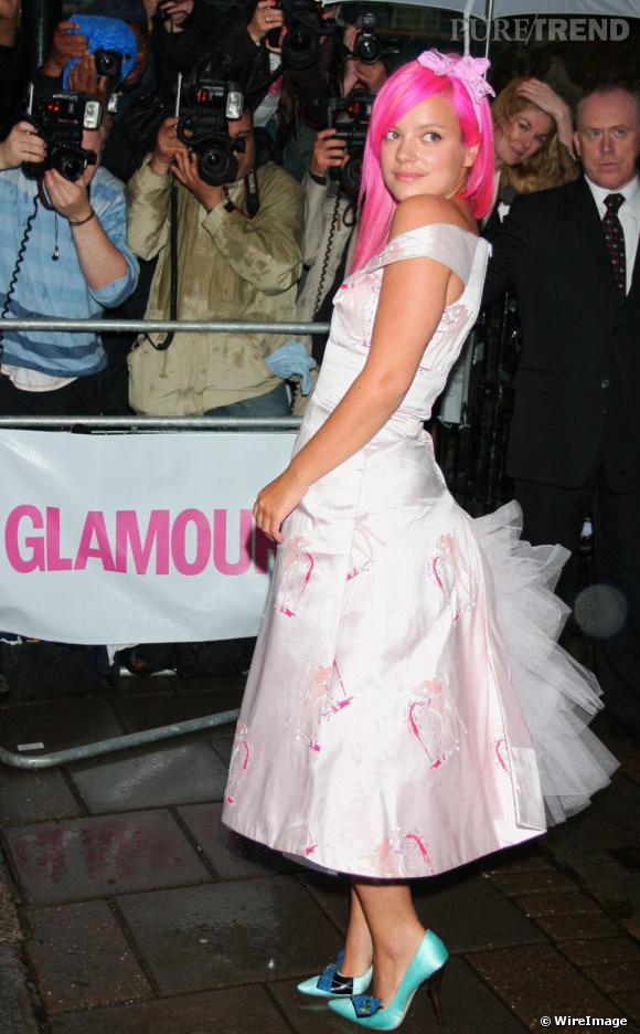 Lily Allen s'affiche dans un look improbable, difficile à qualifier. Toujours adepte des couleurs criardes, elle y ajoute un brin de tulle estimant certainement sa tenue trop basique. Osé, notamment aux Glamour of the Year Awards.