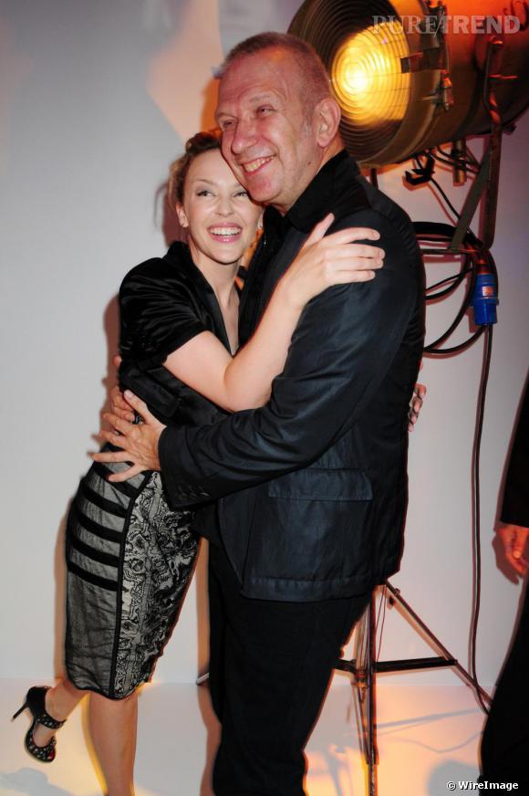 Jean-Paul Gaultier avec Kylie Minogue qui assistait à son show Haute Couture