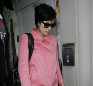 Lily Allen ose le manteau rose