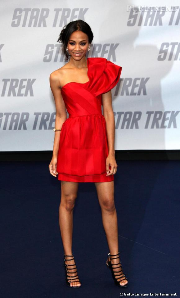 En robe Prabal Gurung, Zoe voit rouge !