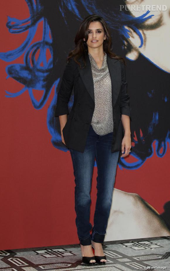 Mais Si Penelope Cruz Irradie De Beaut En Robe De Soir E Elle Sait Tout Aussi Bien Se