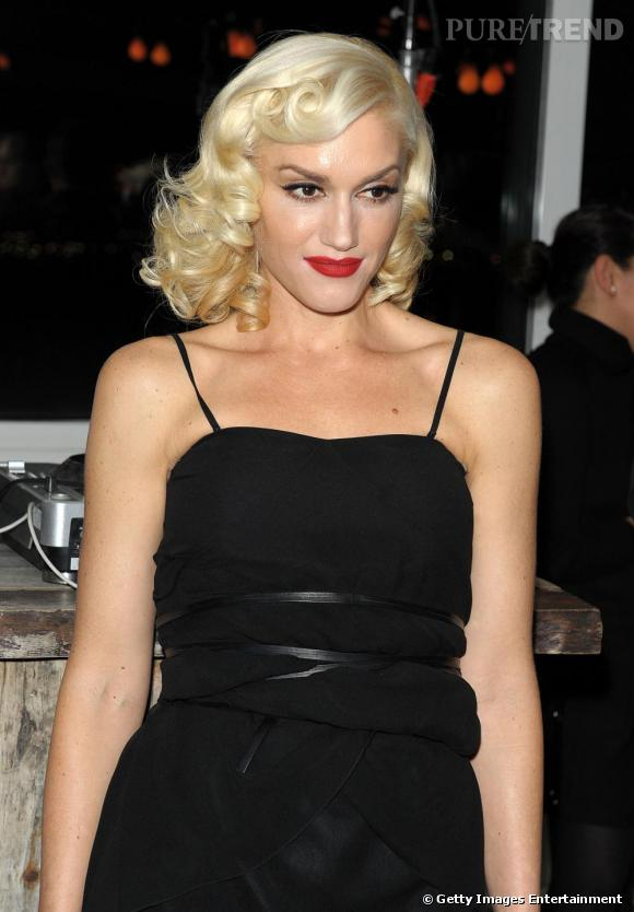Bouche rouge + peau porcelaine + regard révolver : Gwen est bien trop sophistiquée pour être convaincante.