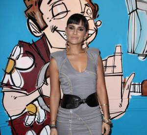 Nelly Furtado ne sait pas s'habiller toute seule !