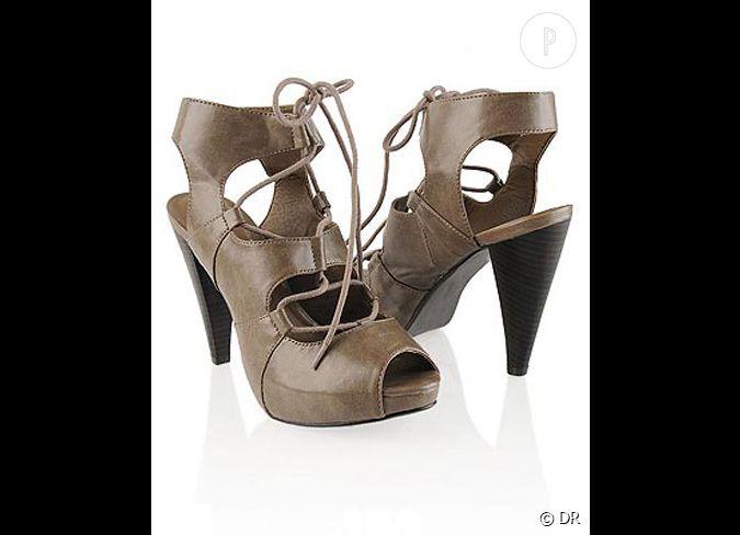 chaussures forever 21 des boots lac es pour se la jouer sur le macadam parisien prix d 39 origine. Black Bedroom Furniture Sets. Home Design Ideas