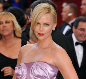 Oscars : Charlize Theron camoufle son buste de roses