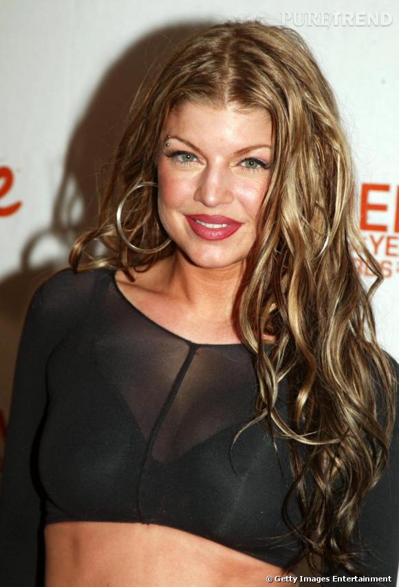 Fergie lors de ses débuts au sein des Black Eyed Peas, le cheveu peu soigné ou enduit de substances malsaines ...