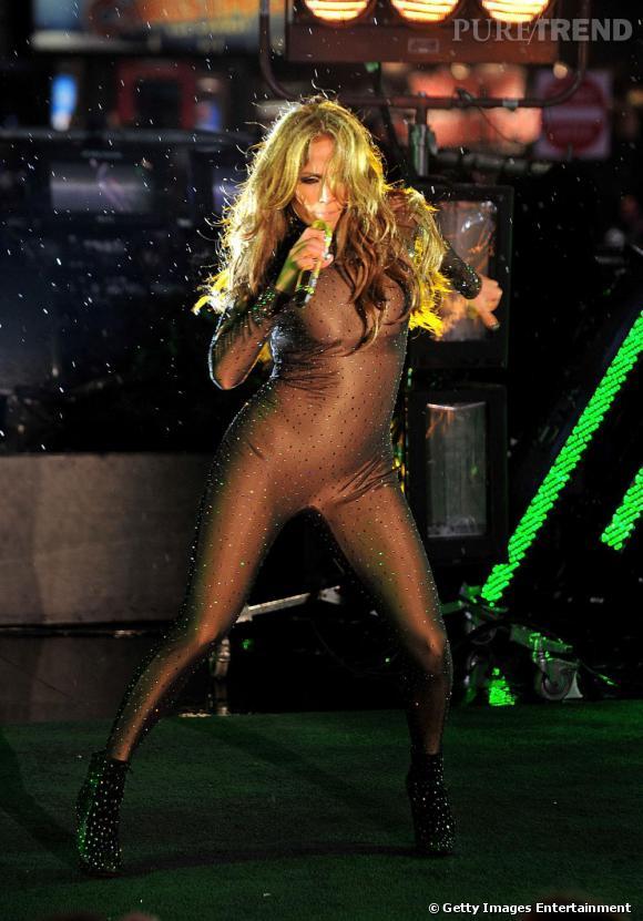 Pour son come back, J-Lo a décidé de jouer les Lady Gaga en combinaison de strass.