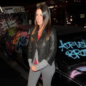 Alanis Morissette à la première de Exit Through The Gift Shop à Los Angeles