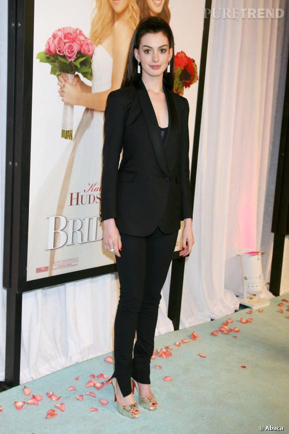 Total look noir en costume pour la belle