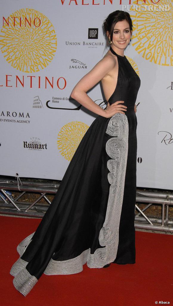 Anne Hathaway chicissime en robe à traine