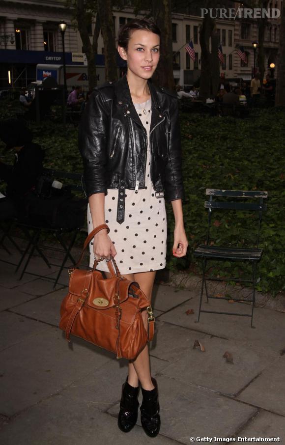 Alexa Chung peut se vanter d'avoir un sac à son nom grâce à Mulberry. C'est une vraie fashionista !