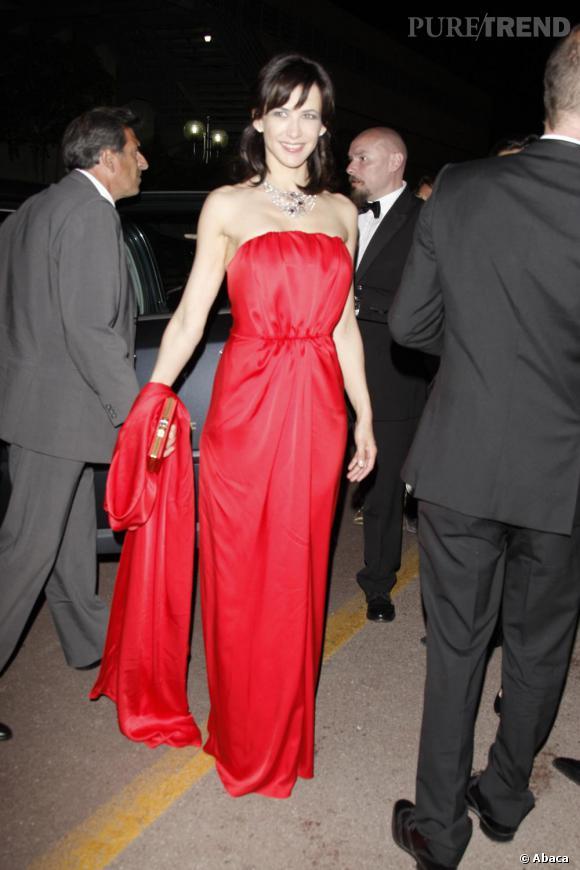 2009 : Sophie Marceau a misé sur une longue robe bustier Yves Saint Laurent. Un choix bien vu sur une peau pâle de brunette.