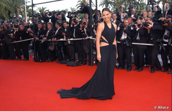 2003 : l'actrice italienne Ornella Muti s'est transformée en sex-symbol grâce à une robe audacieusement découpée.