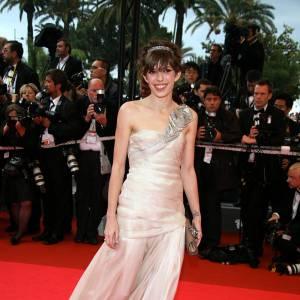 2008 : Lou Doillon s'amuse en vestale, ultra chic dans cette robe asymétrique.