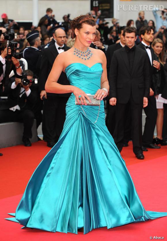 2008 : Milla est éblouissante en turquoise. On salue le plis audacieux de la jupe qui lui fabrique une silhouette de princesse.