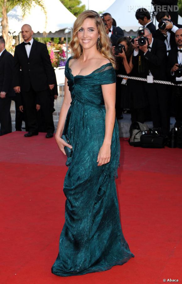 2009 : la jolie actrice française Vahina Giocante a fait des émules dans une robe drapée verte. Une teinte difficile à porter mais sublime sur une peau mate.