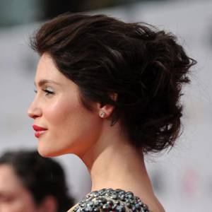 Une coifure très Hollywood et un maquillage parfait pour le Red Carpet.