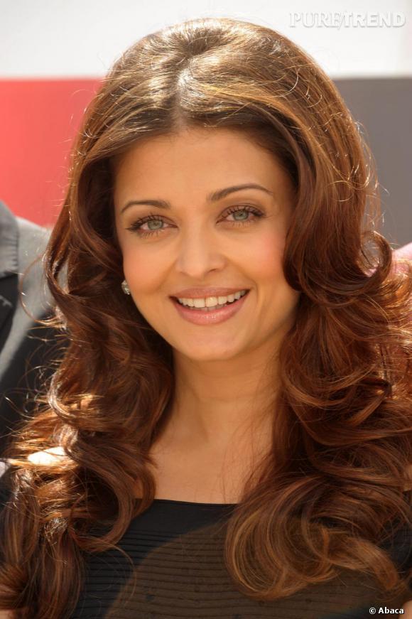 Le sourire de star bollywoodienne mixé au brushing hollywoodien d'Aishwarya Rai