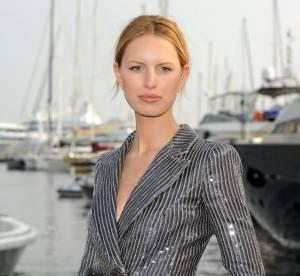 Cannes - Karolina Kurkova : l'élégance faussement décontractée