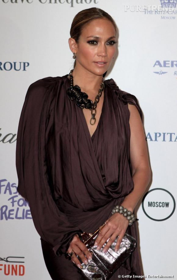 Jennifer Lopez de plus en plus stylée continue son tour du monde et fait étape à Moscou, en Lanvin.