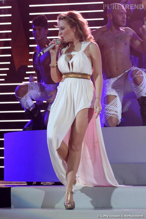 Kylie Minogue joue les vestales
