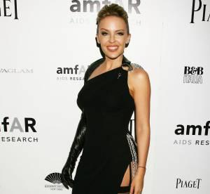 Kylie Minogue ose les porte-jarretelles sur tapis rouge