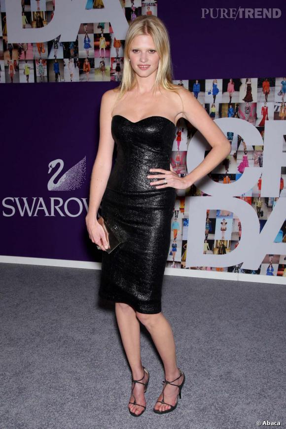 Lara Stone lors des CFDA Fashion Awards à New York